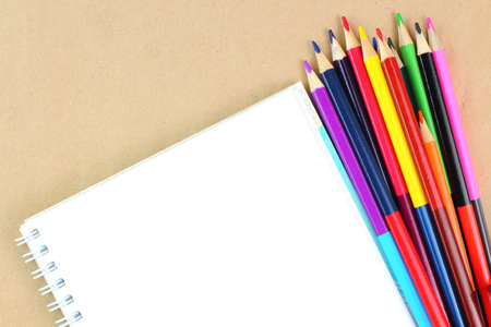 Colored pencils and sketchbook on the desktop. School or education theme concept. Top view, flat lay, place for text, copy space. Stockfoto