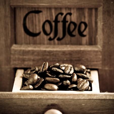 meuleuse: Grains de caf� meuleuse r�tro Banque d'images