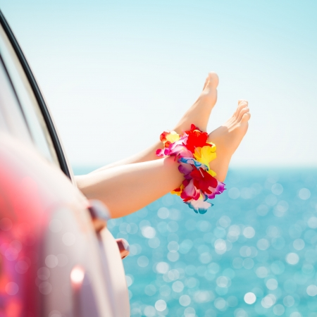 feet relaxing: Woman legs against emerald sea background  Summer vacations concept