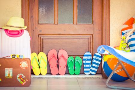 summer: Casa de verano. Viajes y vacaciones concepto