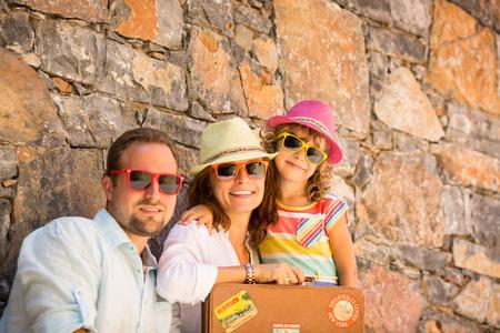 Familia feliz en vacaciones de verano Foto de archivo - 38974236