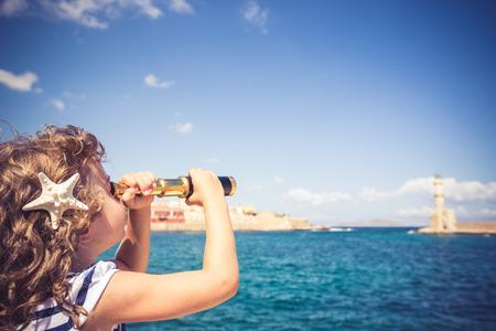 青い空を背景双眼鏡でみるセーラー キッド 写真素材