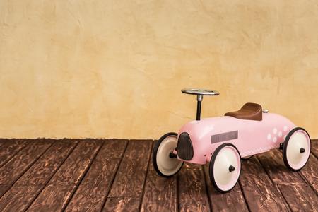 juguetes de madera: Viaje del coche. Las vacaciones de verano y el concepto de viaje