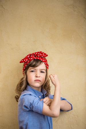 We kunnen het. Symbool van girl power en feminisme begrip