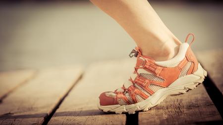 jolie pieds: Pieds de jogging femme. concept de sport d'été Banque d'images