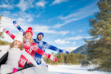 Happy family travel by car. People having fun in the mountains. Father, mother and child on winter vacation. Healthy active lifestyle concept Stockfoto