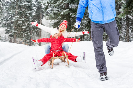 Happy family having fun outdoor. Child, mother and father playing in winter time. Active healthy lifestyle concept 版權商用圖片 - 90592499