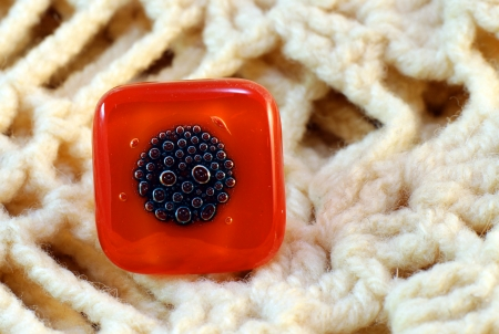bijoux: origina red glass handmade ring on knitted background
