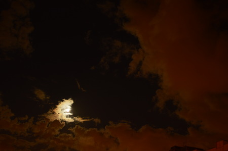 aureole: In the triangle of clear sky above the rooftops glow of the moon on a full moon