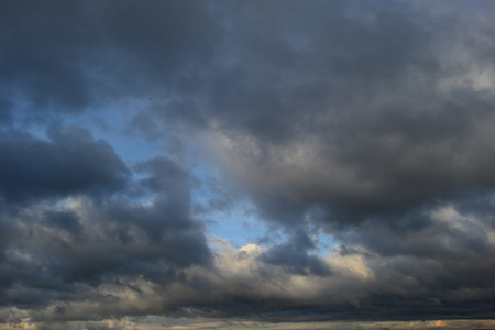 spaciousness: The autumn sky is going to rain clouds the horizon is closed