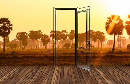 cielos abiertos: Paisaje detr�s de la puerta que se abre, 3D Foto de archivo
