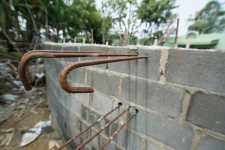 Barres de renforcement en acier dans le béton