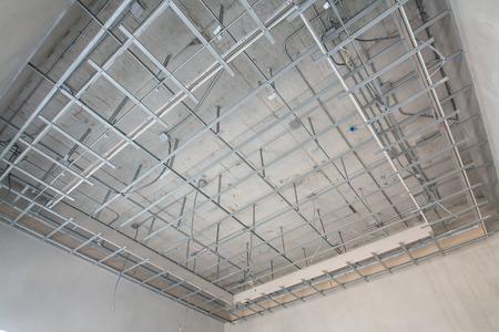 acier: Structure de plafond suspendu