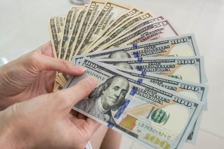 counts: Counts money in hands