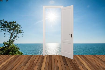 abriendo puerta: Paisaje detr�s de la puerta que se abre