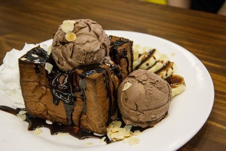 chocolate Toast. Bread buttered toast. Topped with chocolate, bananace ,cream and whipped cream Archivio Fotografico