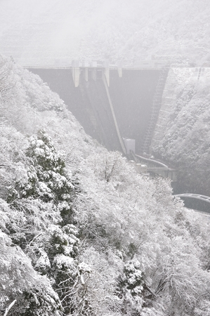 adverse: Miyagase dam in the snow