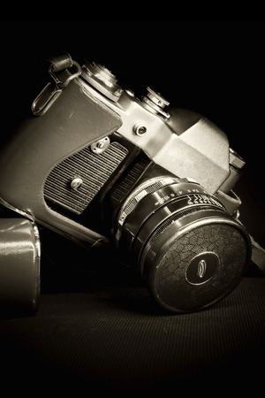 old fashioned sepia: Old Retro camera and old dusty lens closeup, low key , sepia toned, vignette