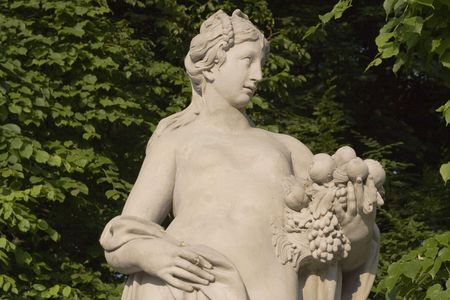 monument of a lady with fruits photo