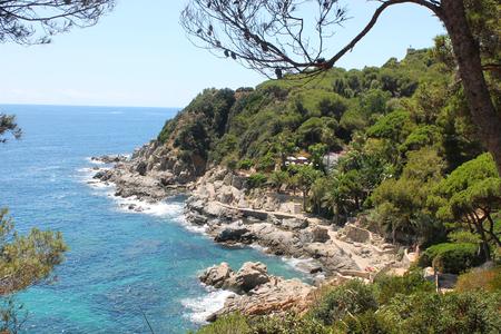 espanya: Coastline of the Mediterranean in Barcelona, summer day