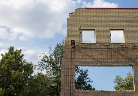 projectile: Wall of the destroyed building of the projectile, the war in Donetsk
