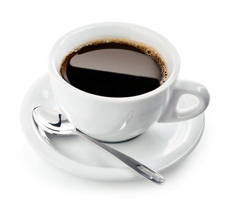 kopje koffie op schotel met lepel geïsoleerd op witte achtergrond Stockfoto