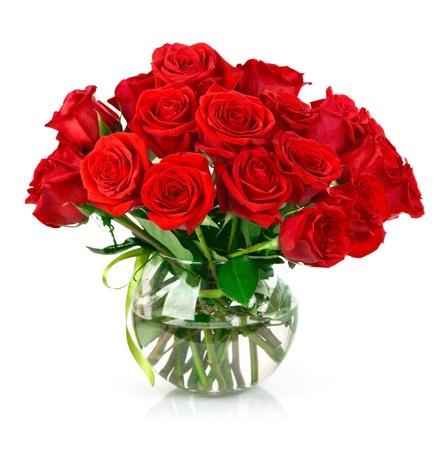 boeket van rode rozen geïsoleerd op witte achtergrond