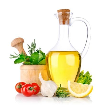 hoja de olivo: conjunto de ingredientes y especias para alimentos cocinar aislado sobre fondo blanco Foto de archivo