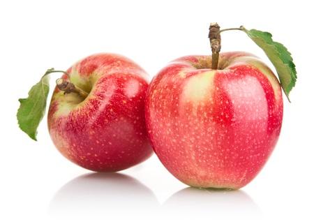 manzana verde: manzana verde con la hoja de frutas aisladas sobre fondo blanco