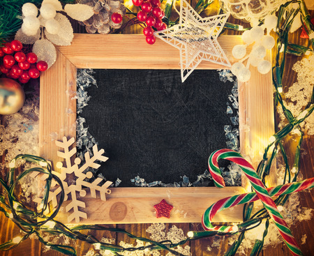 christmas garland: Christmas background with board in wooden frame and garland