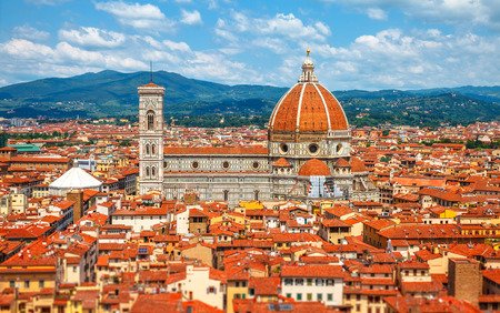 fiore: Cathedral Santa Maria del Fiore in Florence, view to old town with red tegular roofs