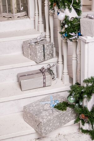 Beautiful silver and gold boxes with gifts under the Christmas tree. New Year and Christmas holidays Stockfoto