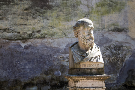 busts: In a park on a hill above city center of Rome, there are many statues - busts of important personalities. One of them is bust of Stesicoro, the first great lyric poet.