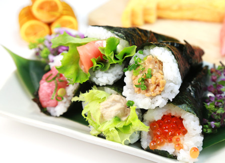 Hand rolled temaki sushi / Japanese food Banque d'images