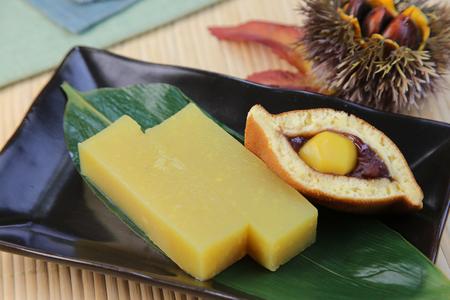 gelatina: pasta de boniato  un alimento dulce japonés llamado 'imoyokan' Foto de archivo