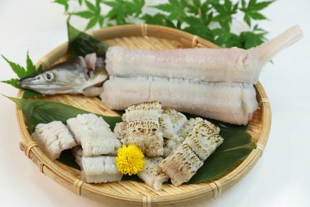 This is called yubiki hamo (parboiled conger pike) or botan hamo (peony-shaped conger pike). Stok Fotoğraf