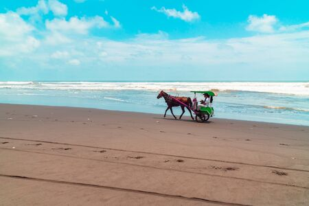 he Beauty of Parangtritis Beach With Horse Carts That Characteristic Banque d'images