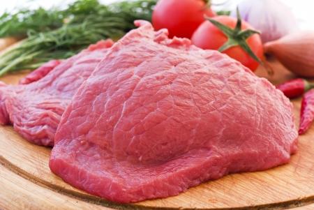 steak cru: Steak stewing  Banque d'images