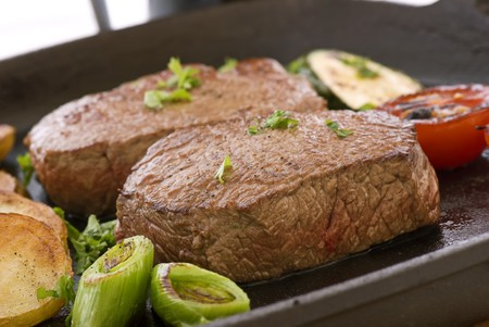 comida inglesa: Bistec con vegetales