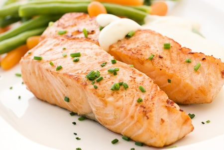 grilled salmon: Salmon filet with Beans
