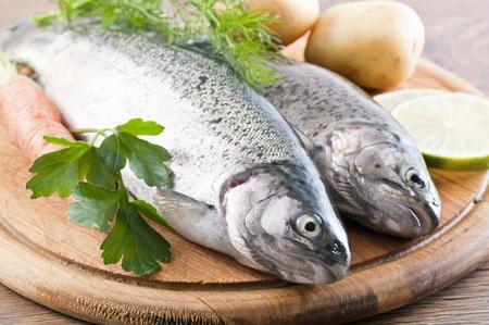 plato de pescado: Trucha arco iris Foto de archivo