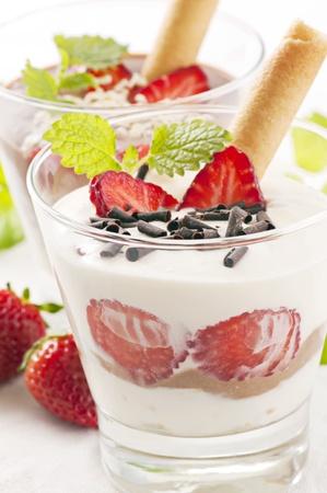eis: Strawberry dessert
