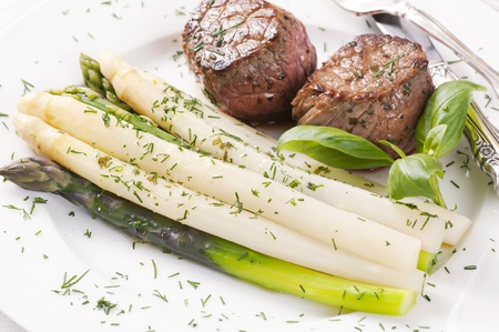 Asparagus with grilled Medallions photo