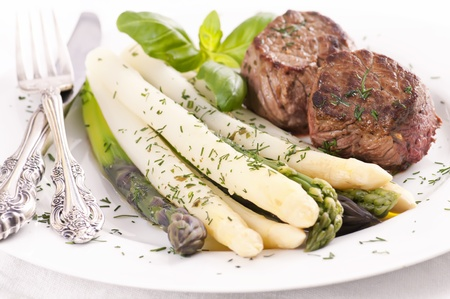 beef tenderloin: Asparagus with grilled medallions Stock Photo