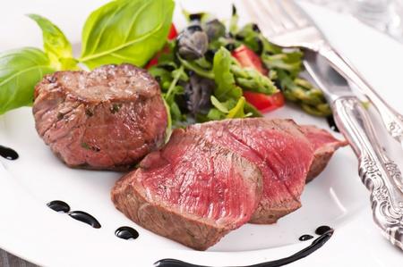 beef tenderloin: Beef medallions