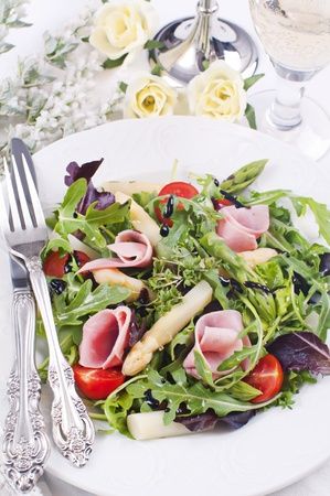 Mix salad with rocket and asparagus 스톡 콘텐츠