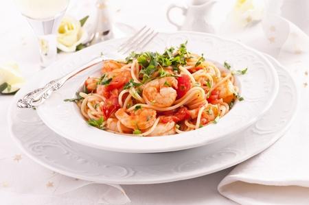 italian pasta: Spaghetti Diablo with king prawns