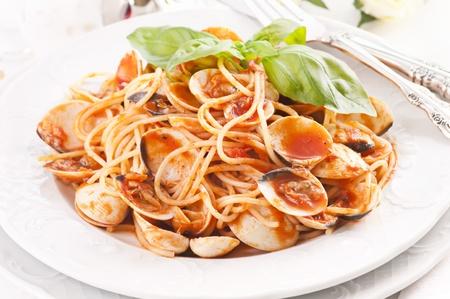 Spaghetti vongole con salsa di pomodoro