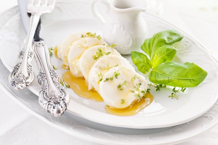 diat product: goat cheese with honey and cress