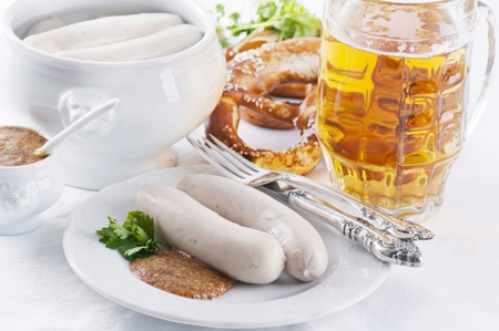 scalded sausage: traditional white sausages with beer